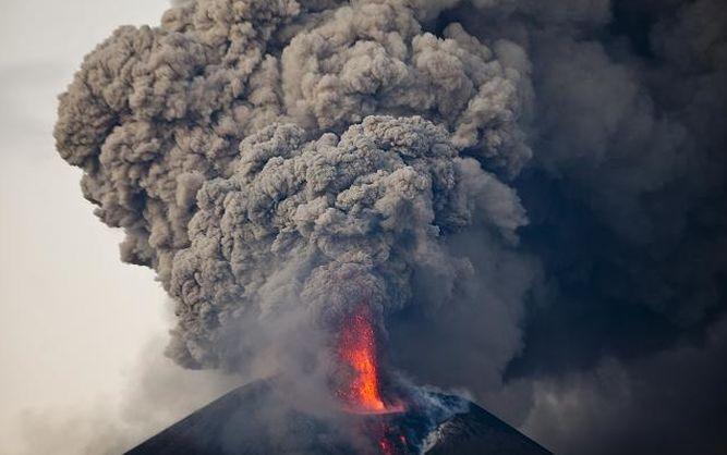 Temor y espectáculo en mayor erupción del Momotombo en 110 años ...