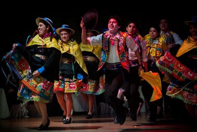 Danzas folclóricas de regiones del Perú se internan en Albrook Mall   La  Prensa Panamá